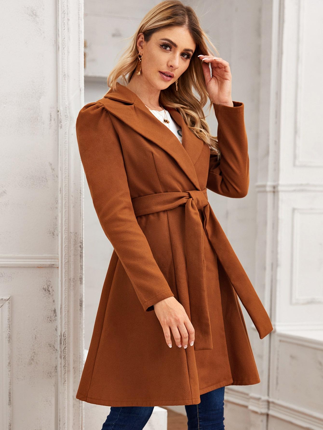 Расклешенное пальто с поясом
