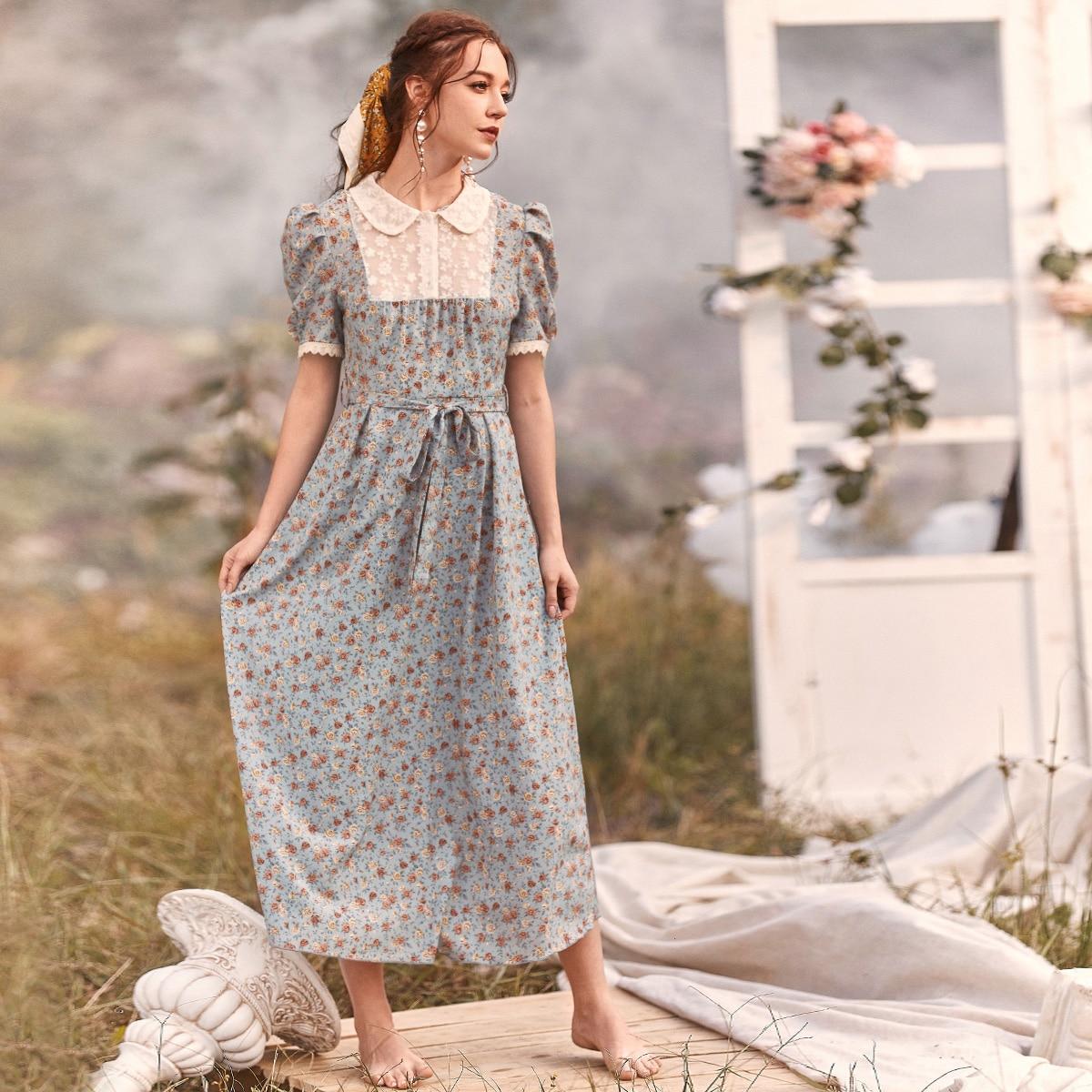 Цветочное платье с поясом и кружевной вставкой Image