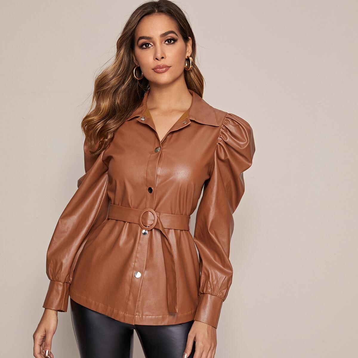 Куртка из искусственной кожи с поясом и оригинальным рукавом