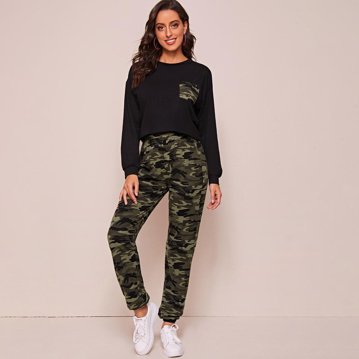 Джоггеры и пуловер с карманом, камуфляжным принтом от SHEIN