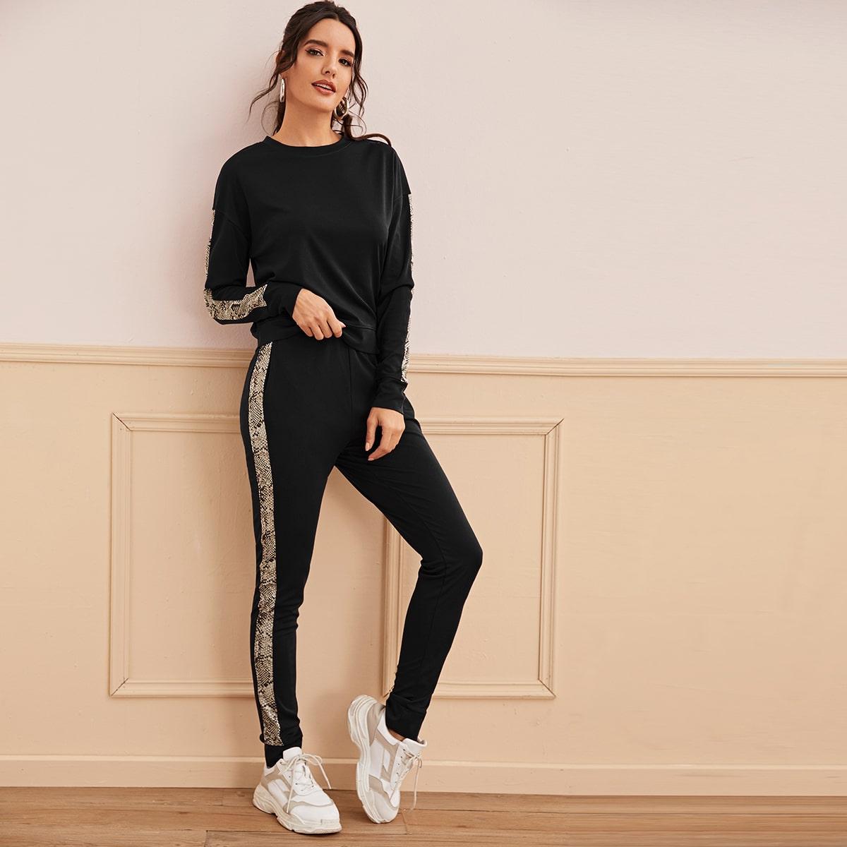 Спортивные брюки и свитшот с змеиным принтом от SHEIN