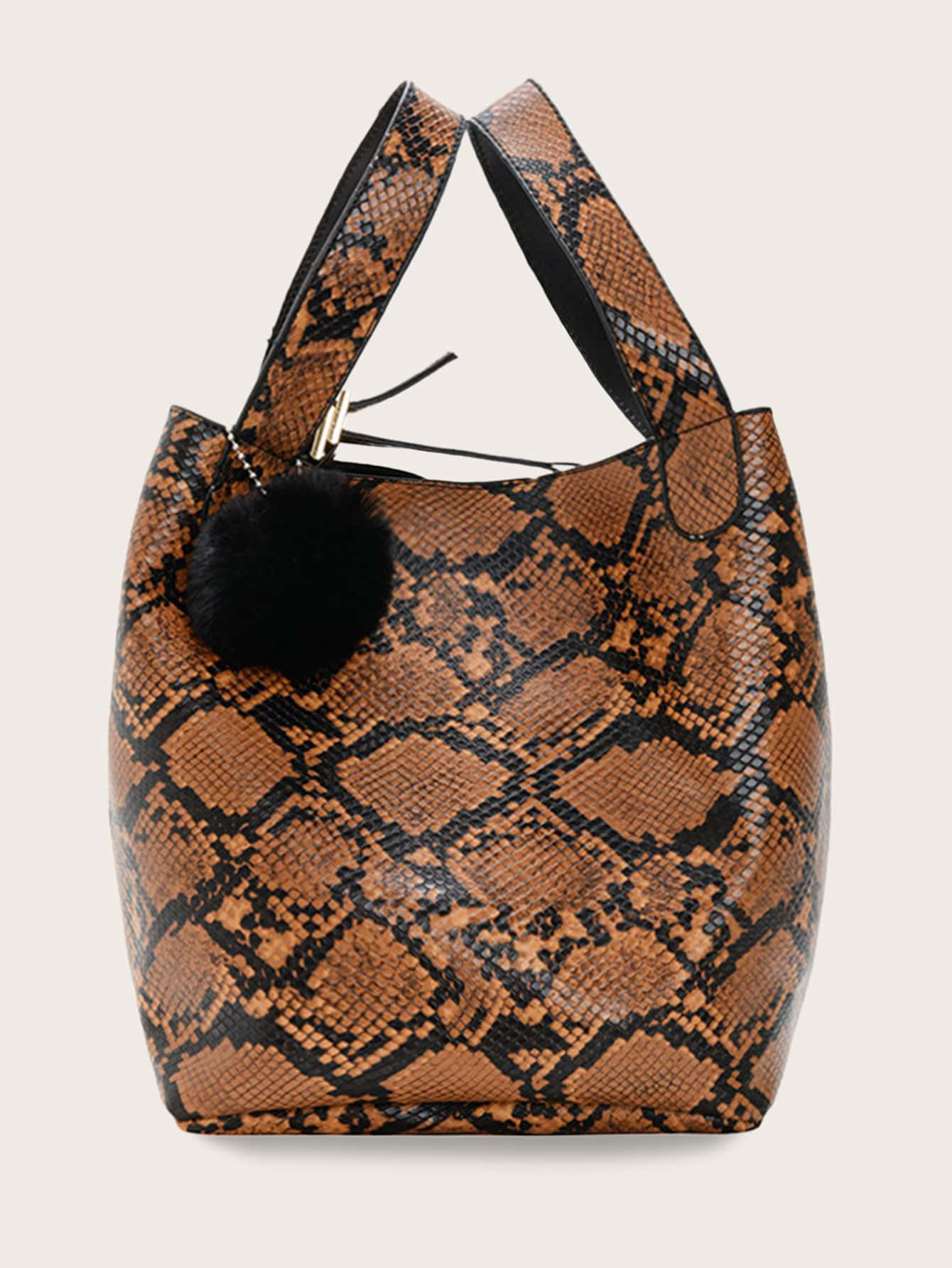 Змеиная сумка-тоут с помпоном