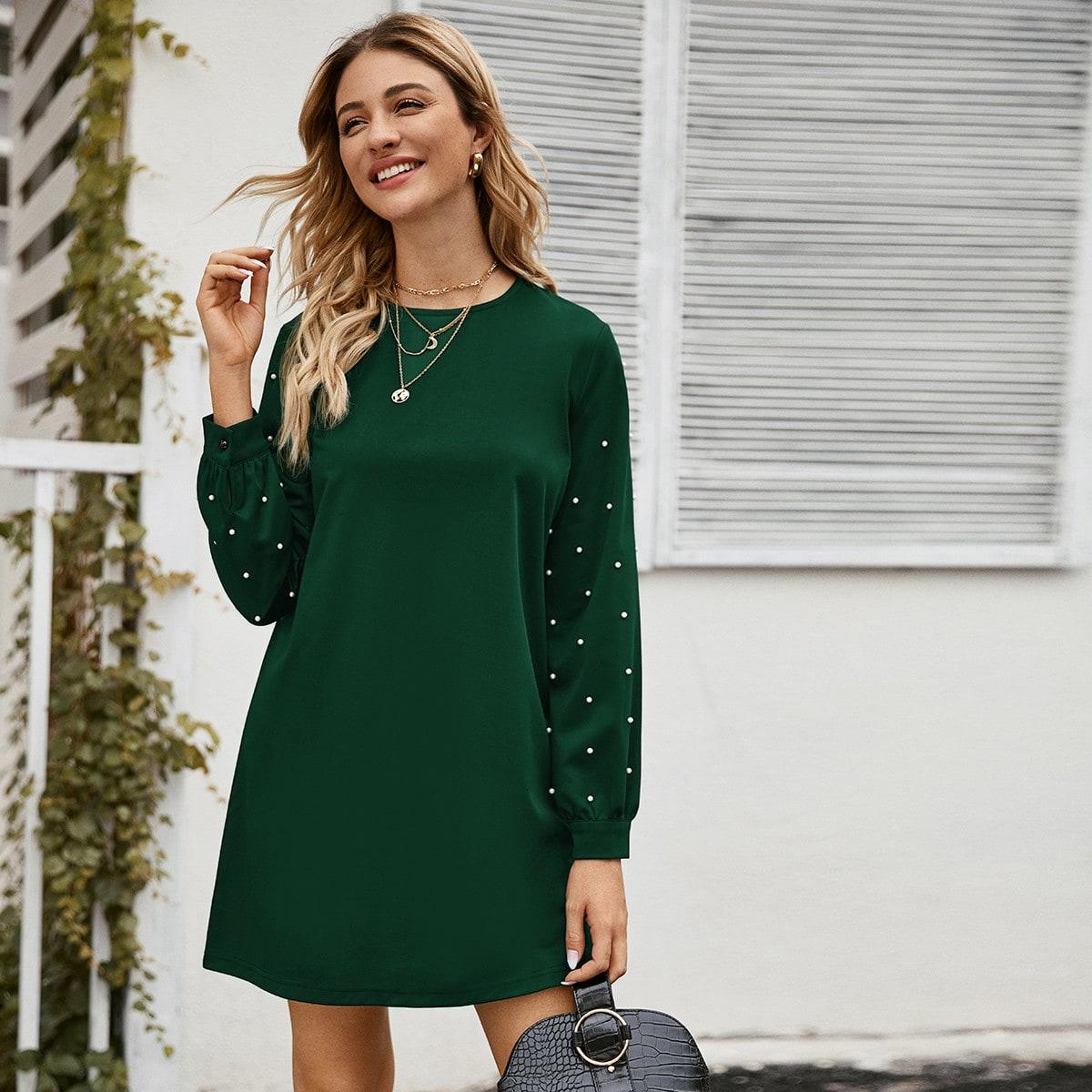 Платье с пуговицами и жемчугами
