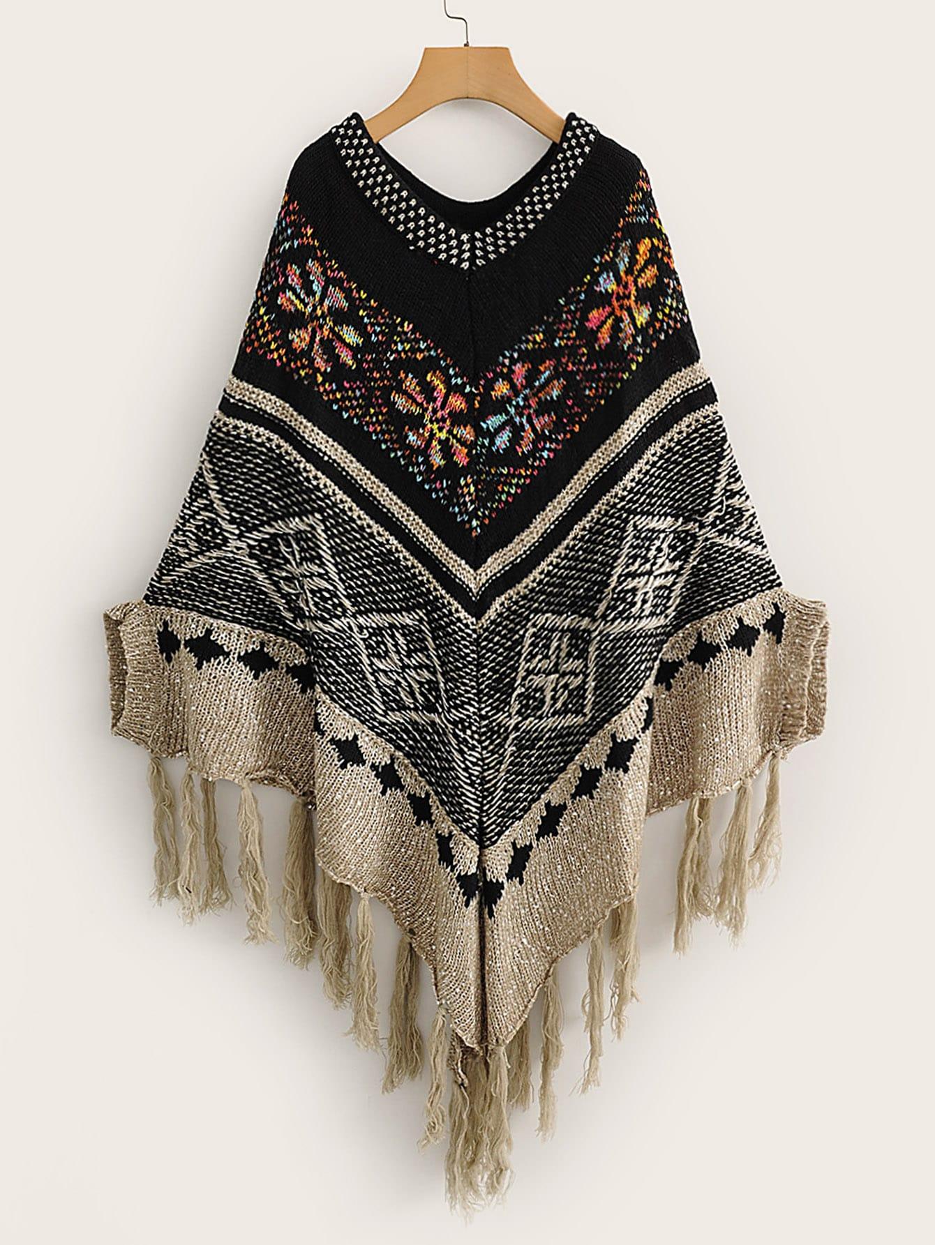 Свитер-пончо с племенным принтом и бахромой