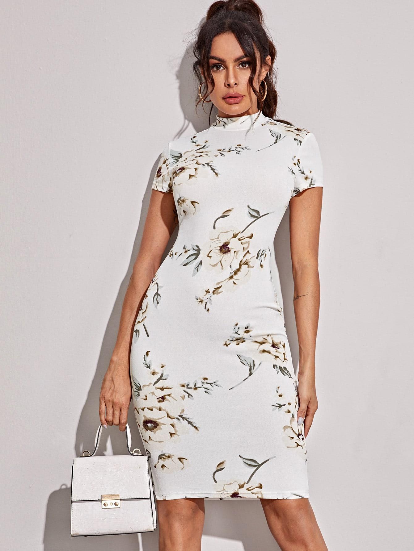 Платье-карандаш миди с цветочным принтом и воротником-стойкой