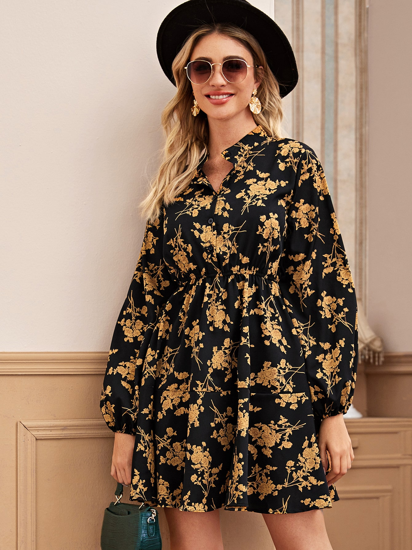 Платье-рубашка с цветочным принтом и воротником-стойкой
