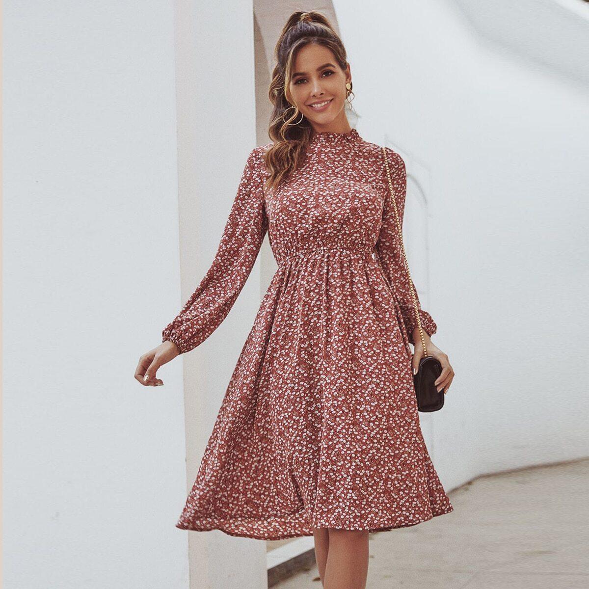 Цветочное платье со складкой