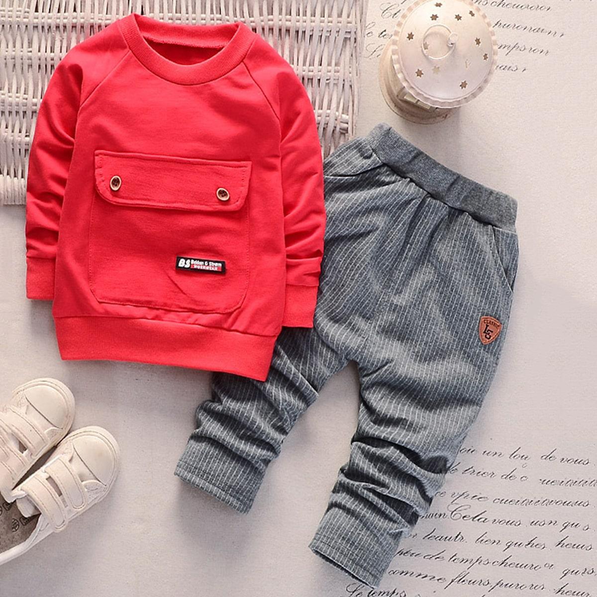 Полосатые брюки и свитшот с текстовой заплатой для мальчиков от SHEIN