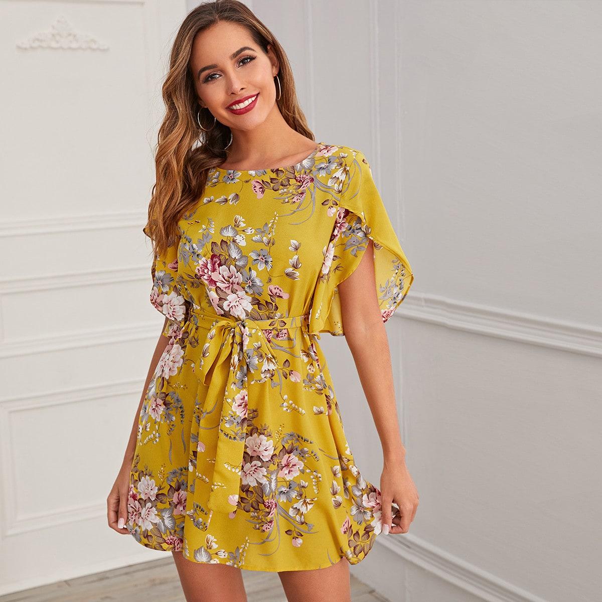 SHEIN / Kleid mit Blüten Ärmeln, botanischem Muster und Gürtel