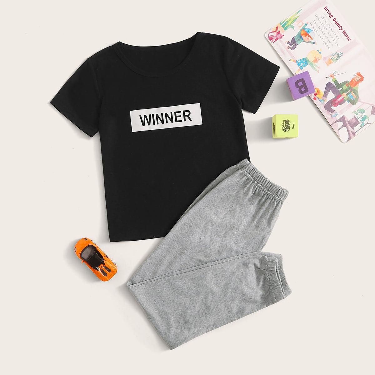 Джоггеры и футболка с текстовым принтом для мальчиков от SHEIN