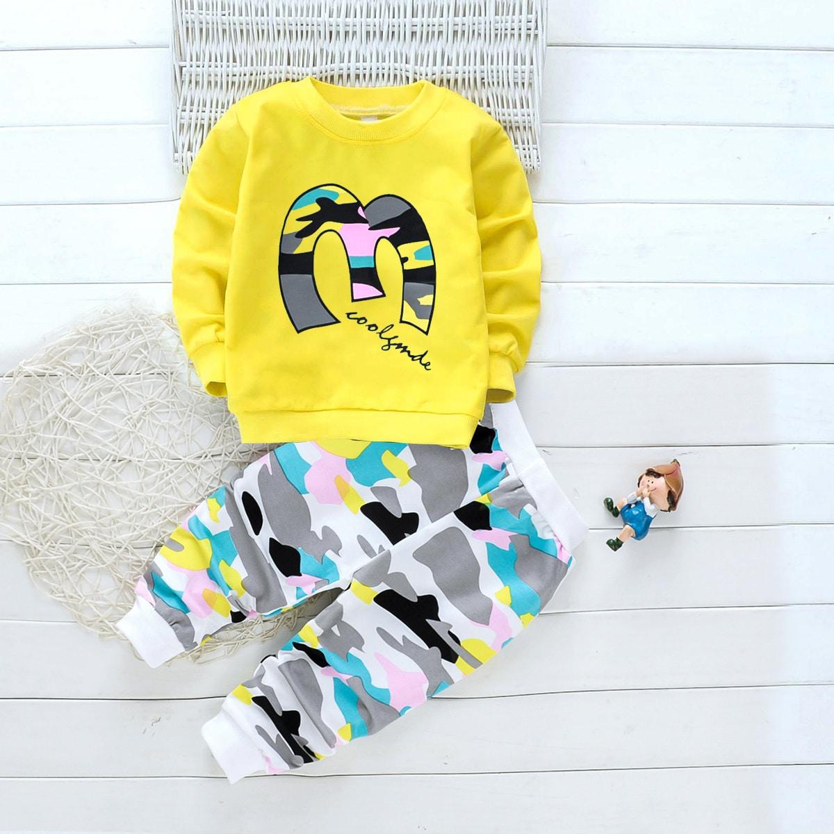 Спортивные брюки и свитшот с оригинальным принтом для мальчиков от SHEIN