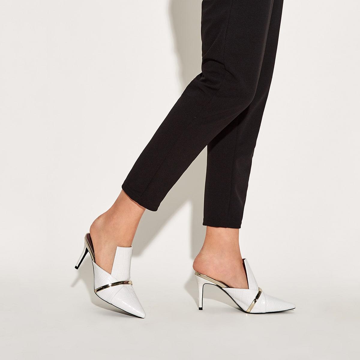 Рельефные мюли на каблуках с открытым задником фото