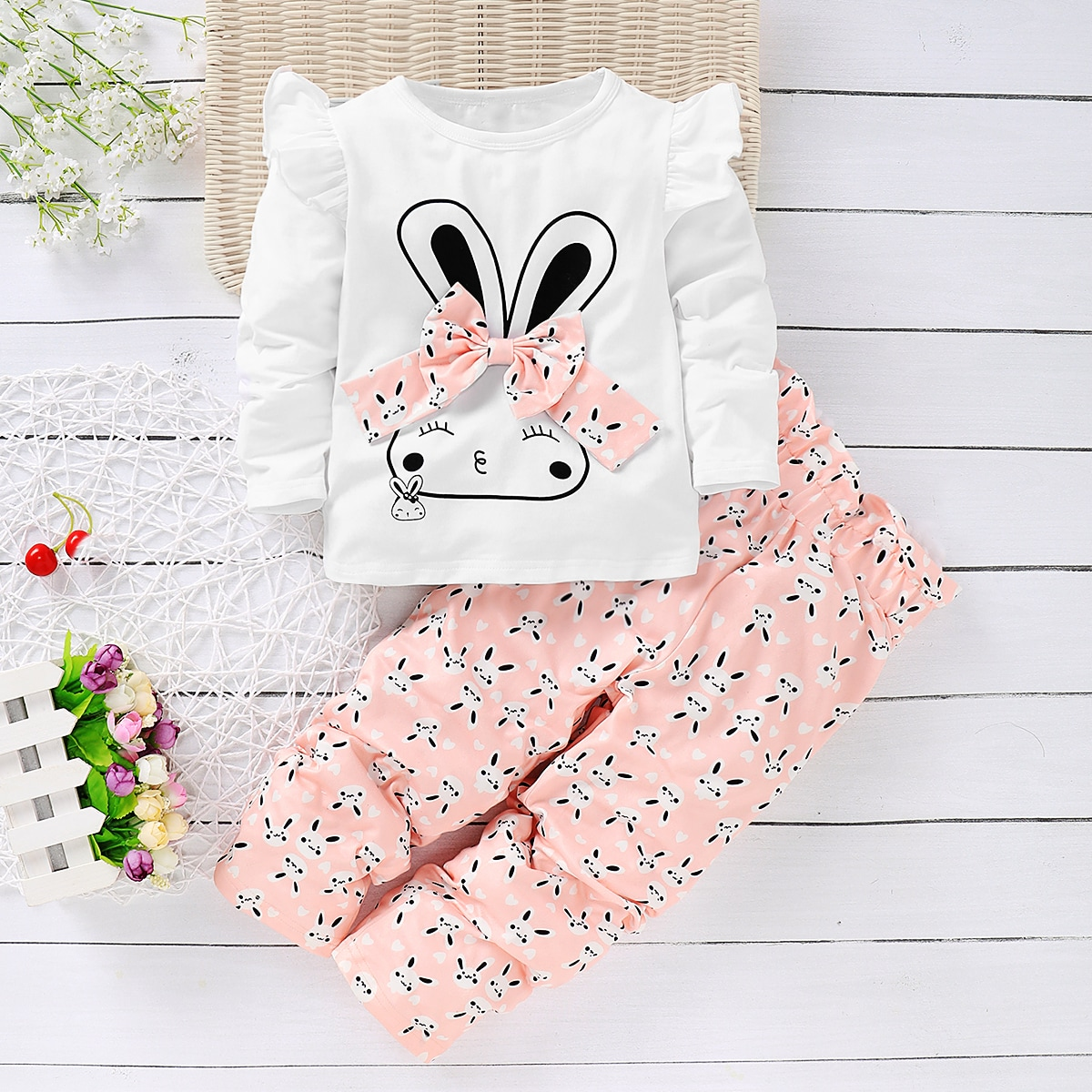 Брюки и футболка с бантом, принтом кролика для девочек от SHEIN
