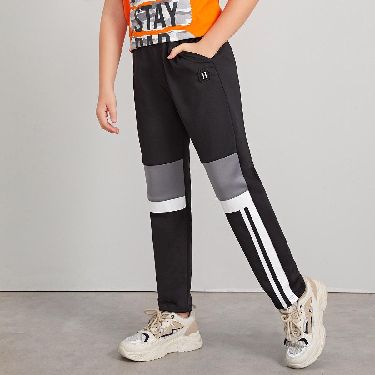 Контрастные брюки с заплатой цифры для мальчиков от SHEIN