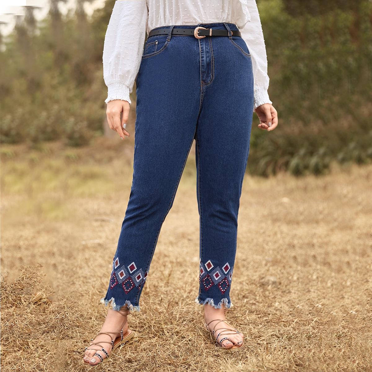 Plus jeans met ruwe boord en borduursels
