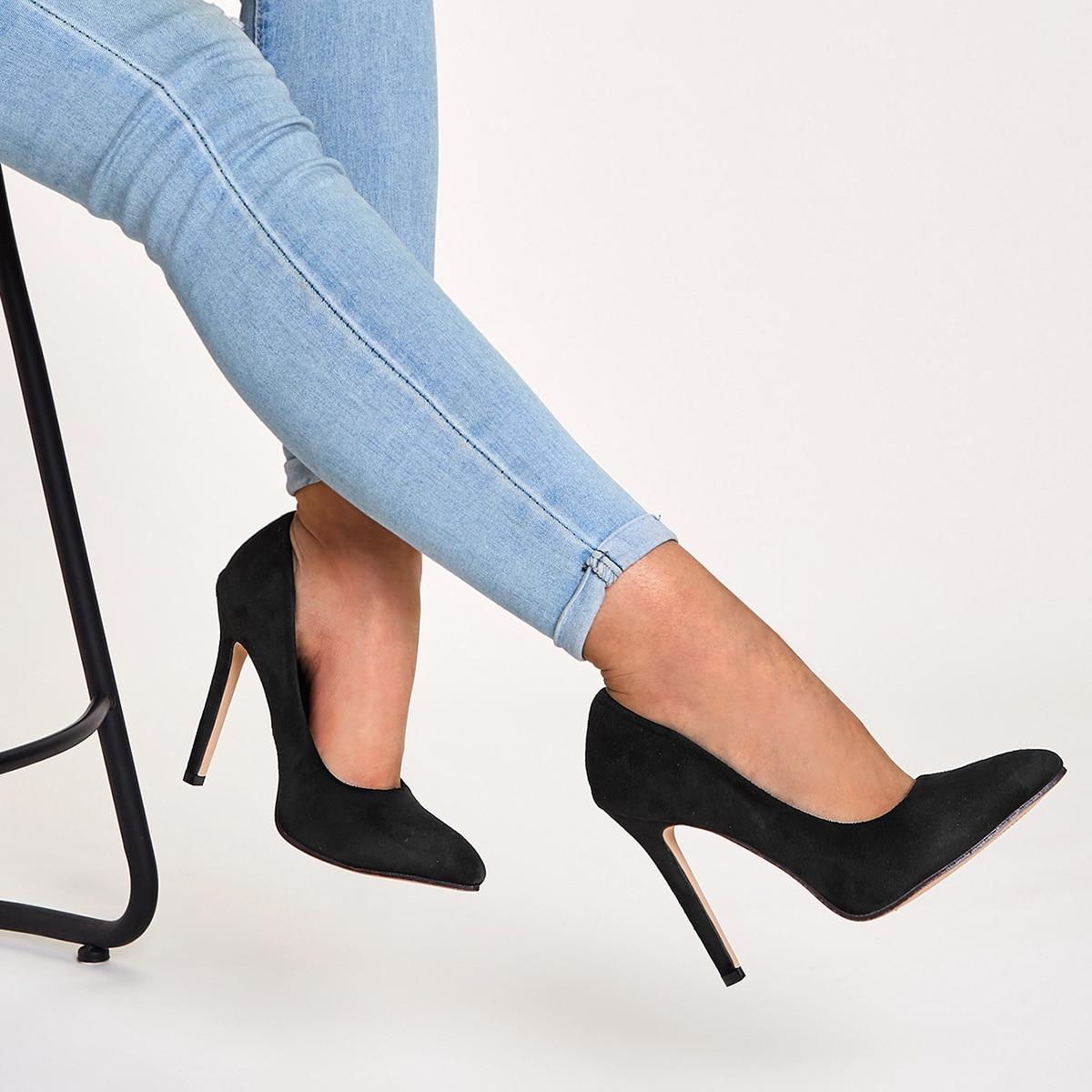 Остроконечные замшевые туфли на шпильках