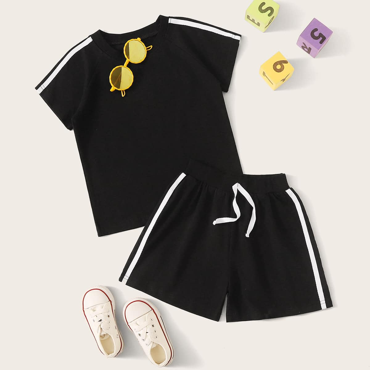 Футболка и шорты для мальчиков от SHEIN