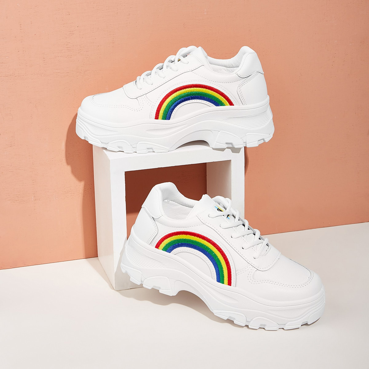 Кроссовки на платформе с вышивкой радуги от SHEIN