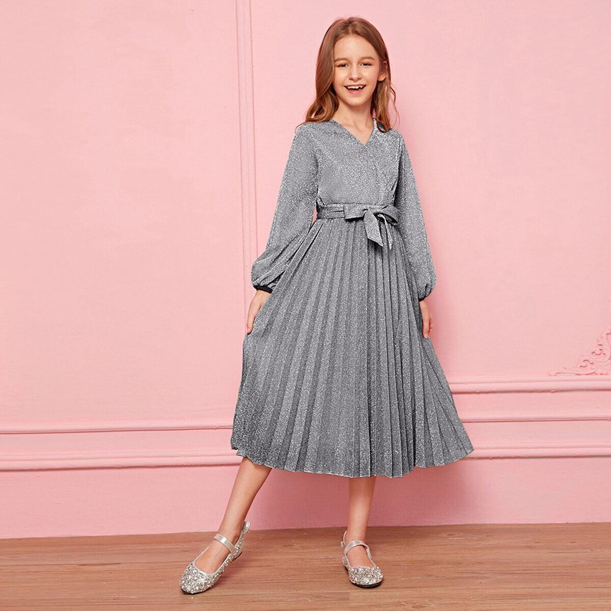 Блестящее плиссированное платье с поясом для девочек фото