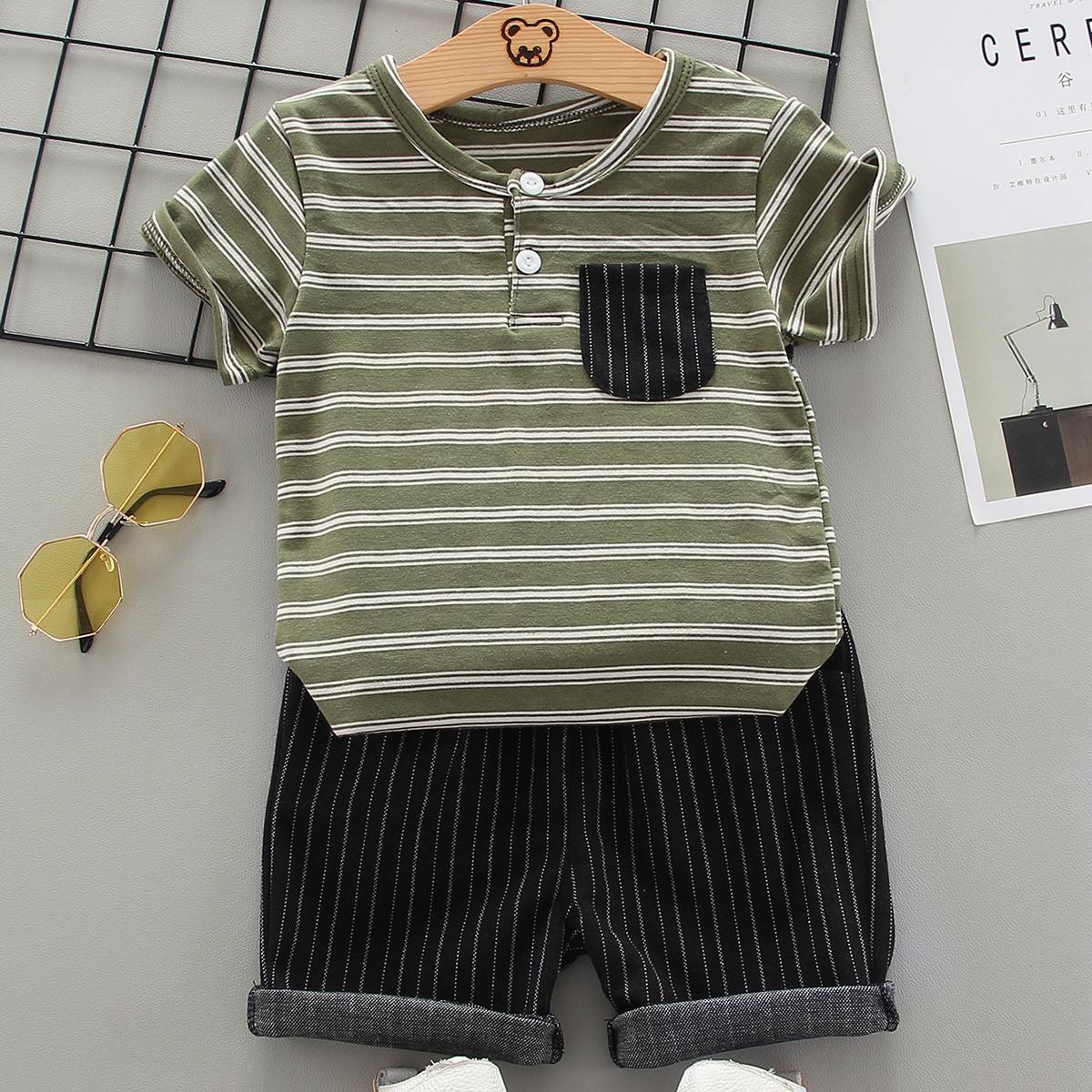 Шорты и полосатая футболка с карманом для мальчиков от SHEIN