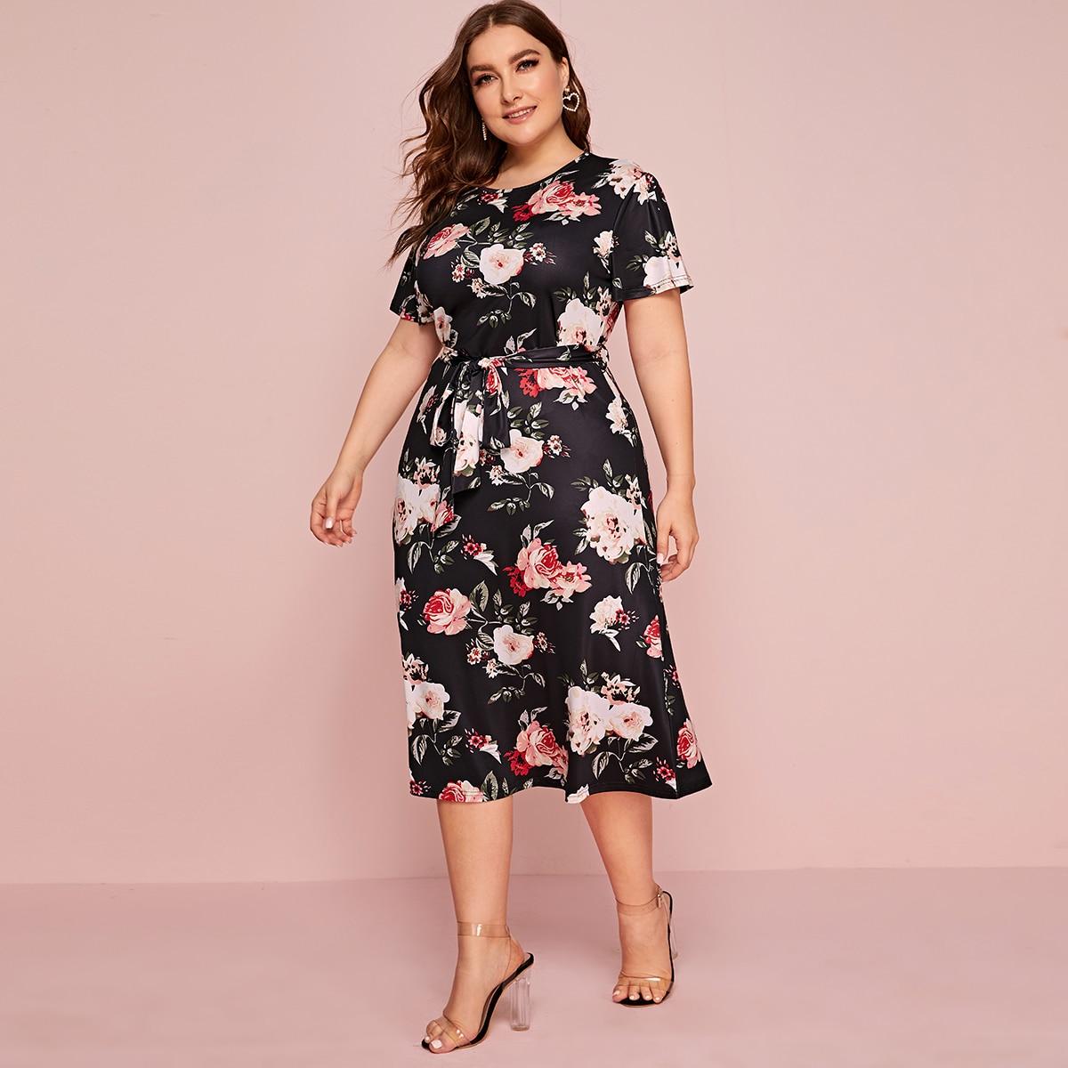 SHEIN / Große Größen - A Linie Kleid mit Blumen Muster und Gürtel