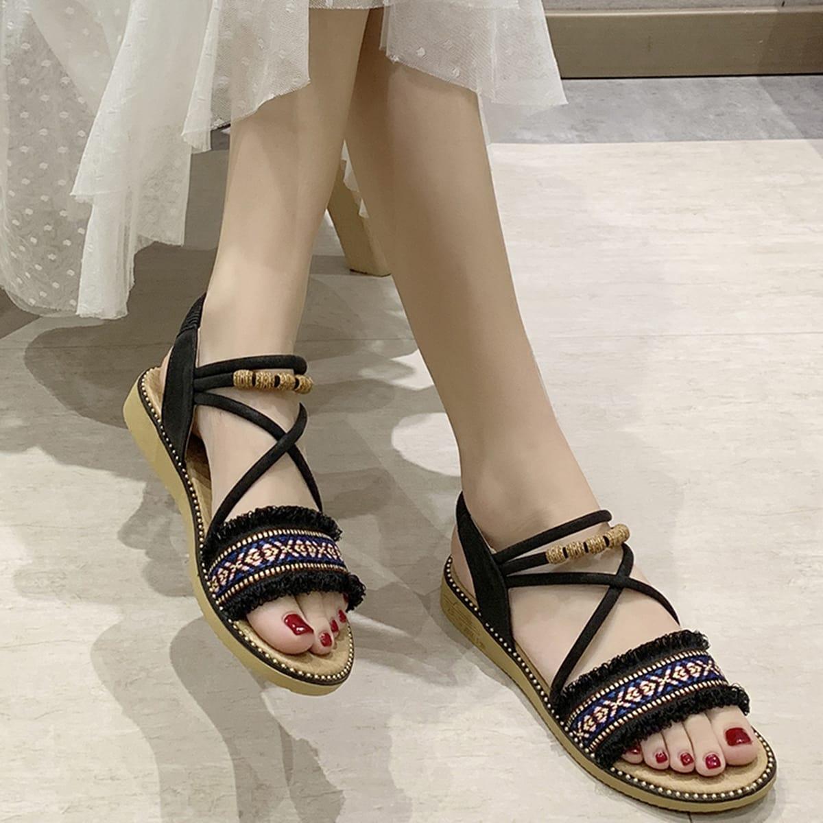 Tribal patroon open sandalen met gekruiste bandjes