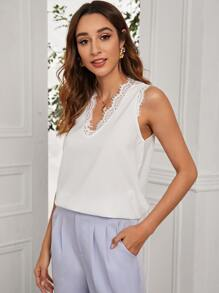 Solid Contrast Lace Curved Hem Tank Top