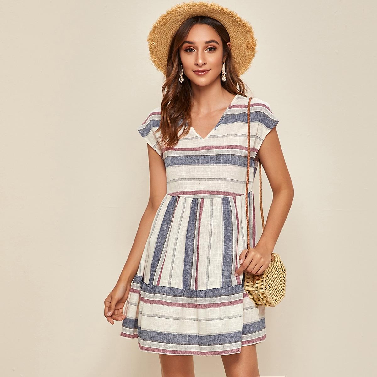 SHEIN / Kleid mit Schößchemsaum und Streifen
