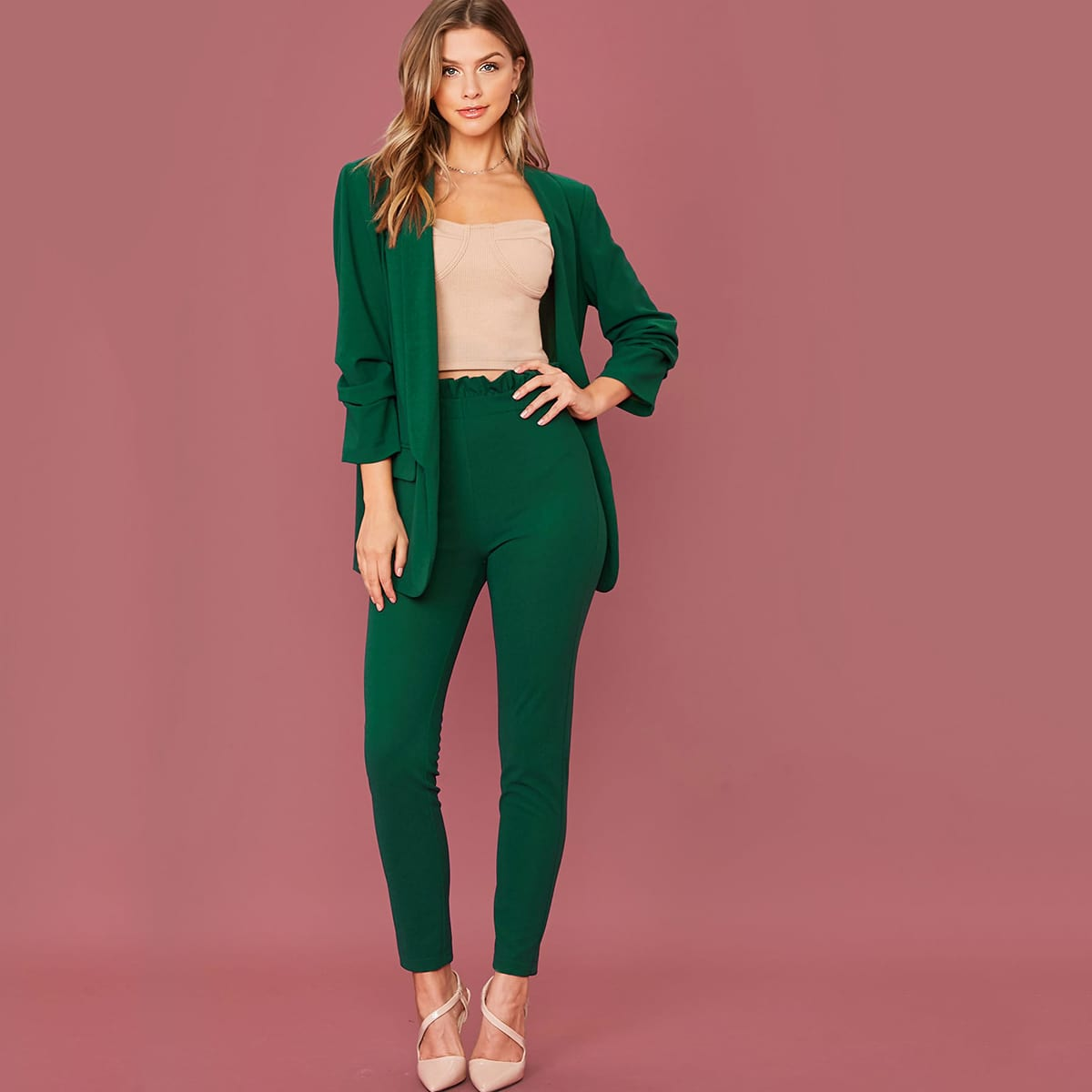 Однотонный пиджак и брюки с присборенной талией от SHEIN