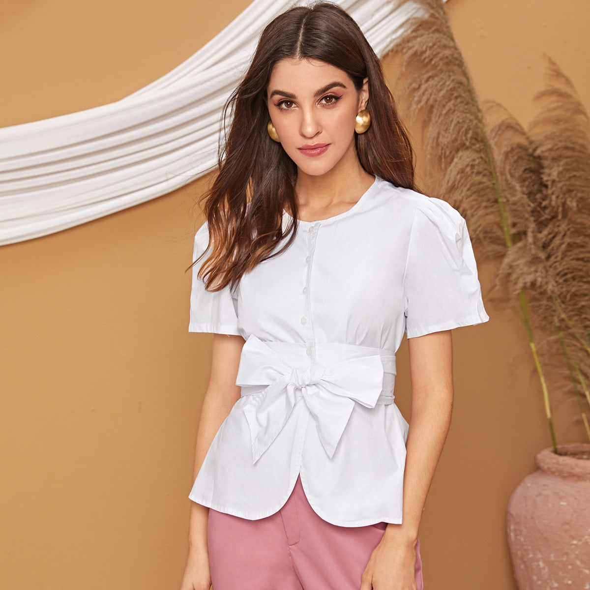 SHEIN / Bluse mit Band vorn, Knöpfen und Schößchen