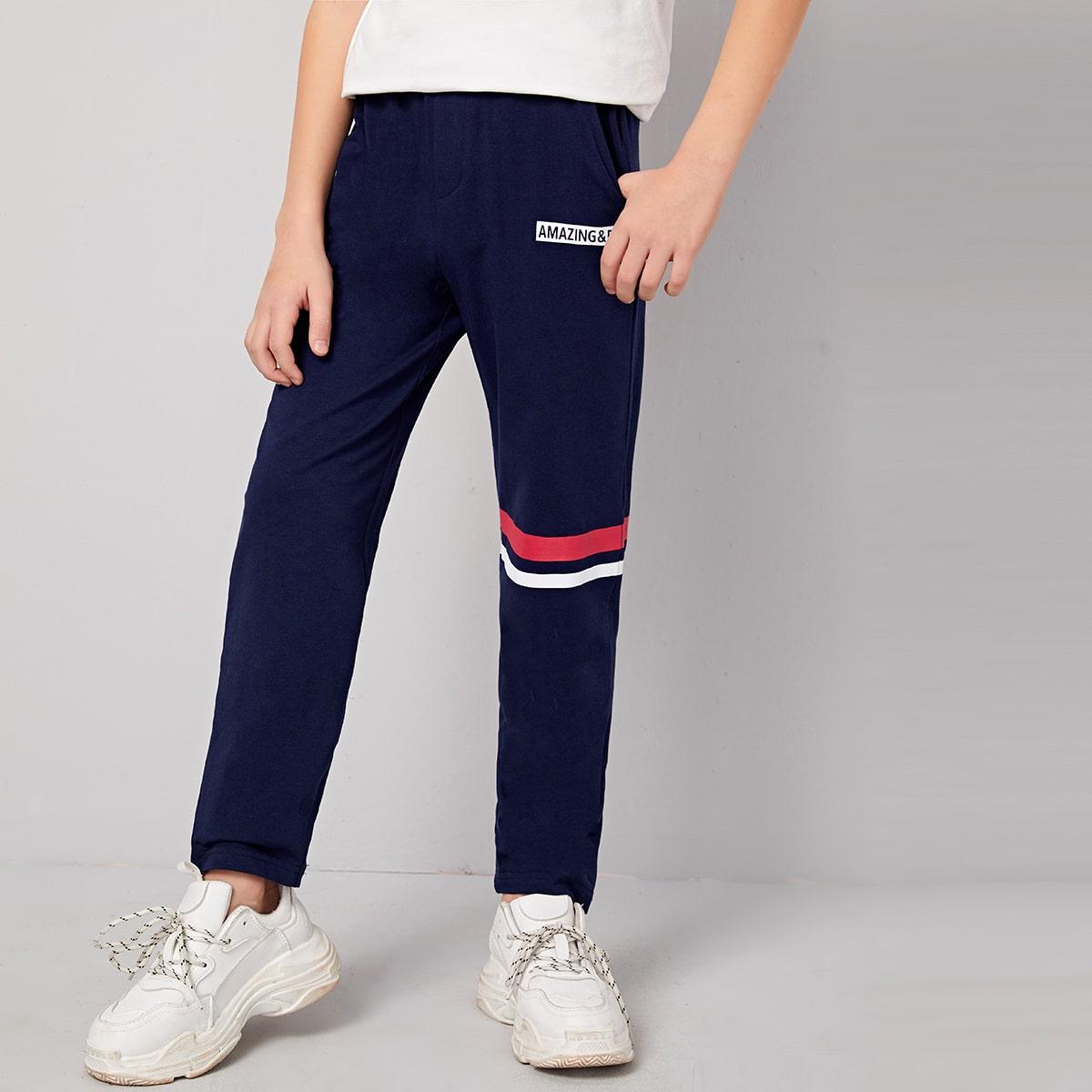 Спортивные брюки с эластичной талией и текстовым принтом для мальчиков от SHEIN