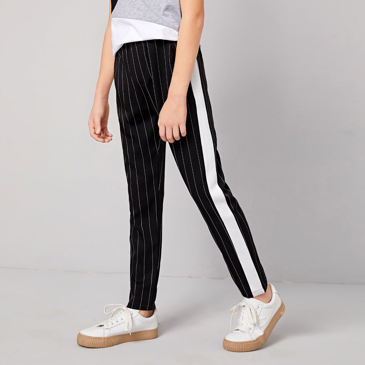 Контрастные полосатые брюки для мальчиков от SHEIN