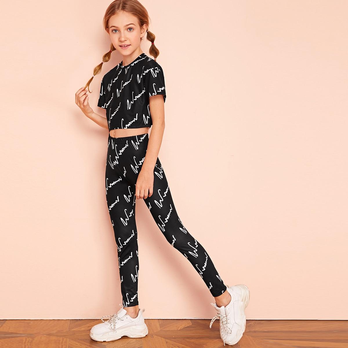 SHEIN / Mädchen Crop Top mit Buchstaben Muster & Leggings Set