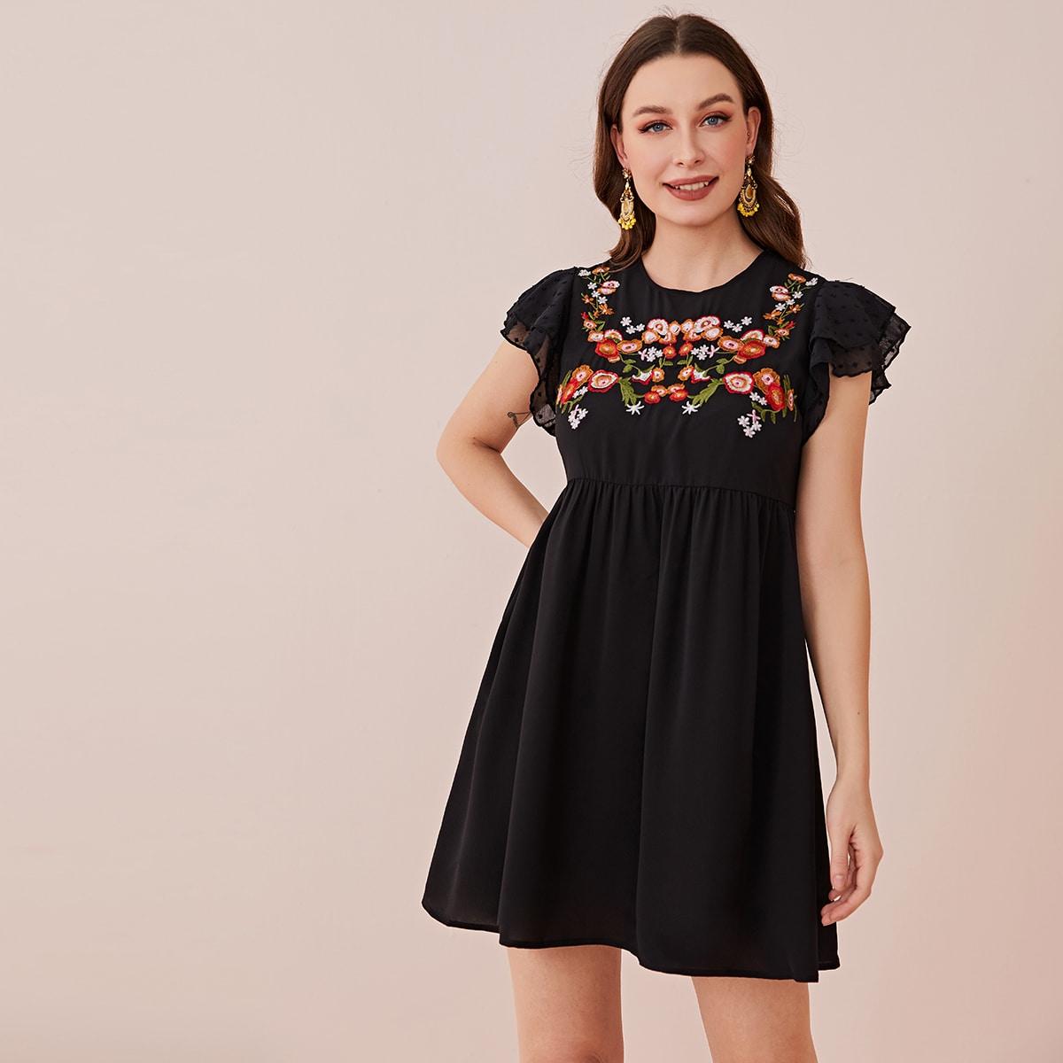 Платье с цветочной вышивкой и рукавом бабочка фото