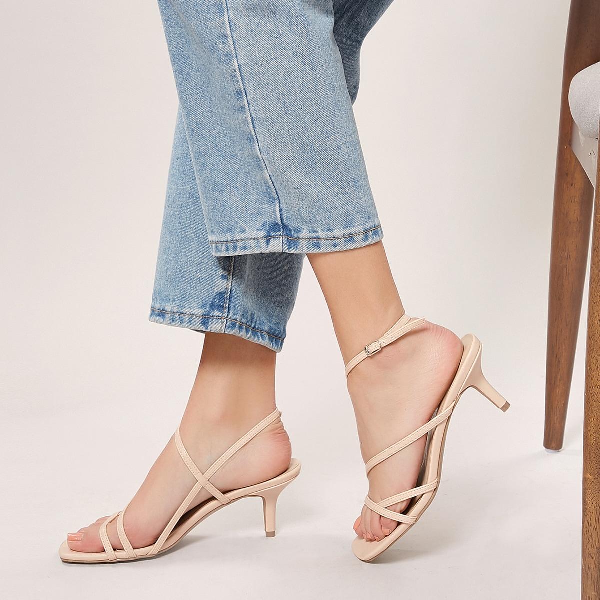 Сандалии на каблуках с квадратным носком