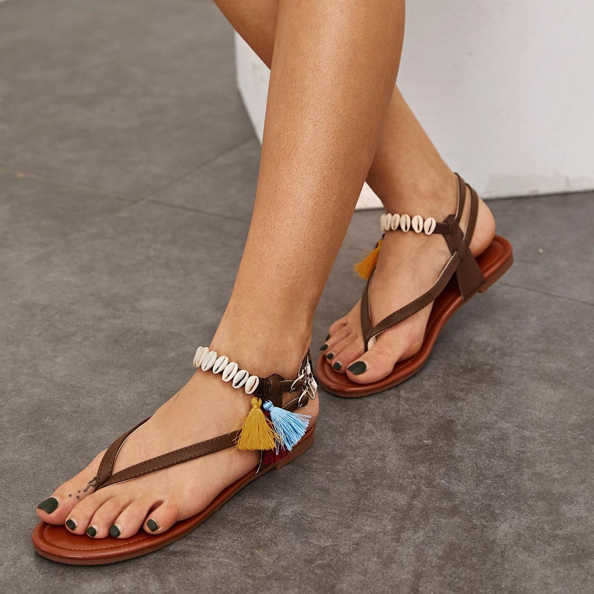 SHEIN / Sandalias chancletas con diseño de concha y fleco