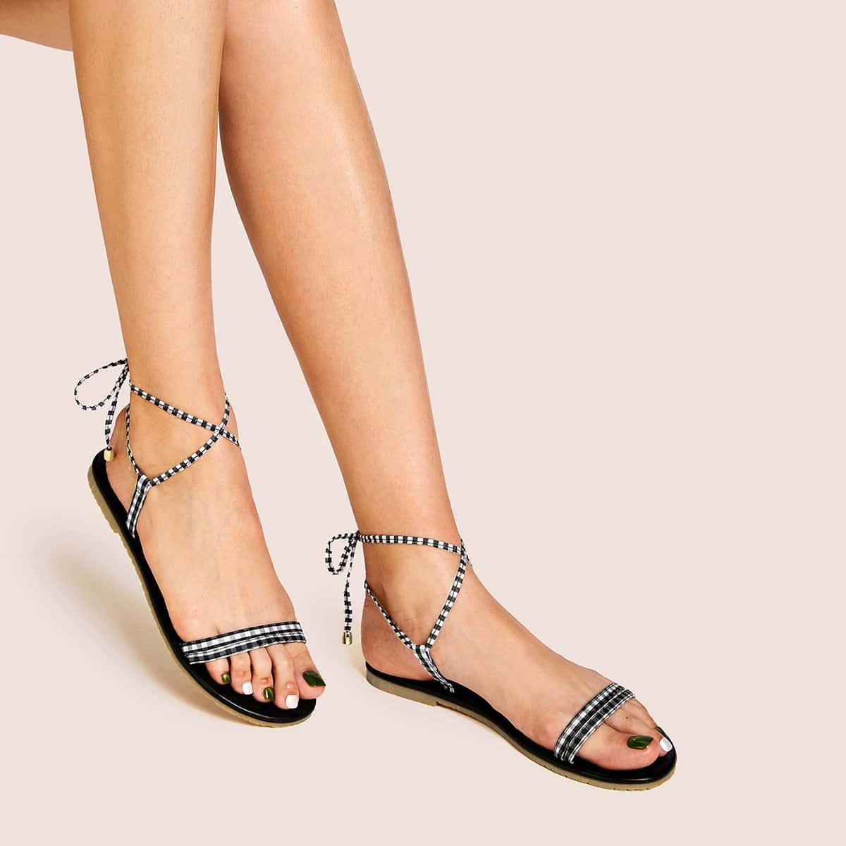 Open teen stropdas been pastel sandalen
