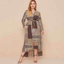 Kimono ceinturé asymétrique à imprimé foulard