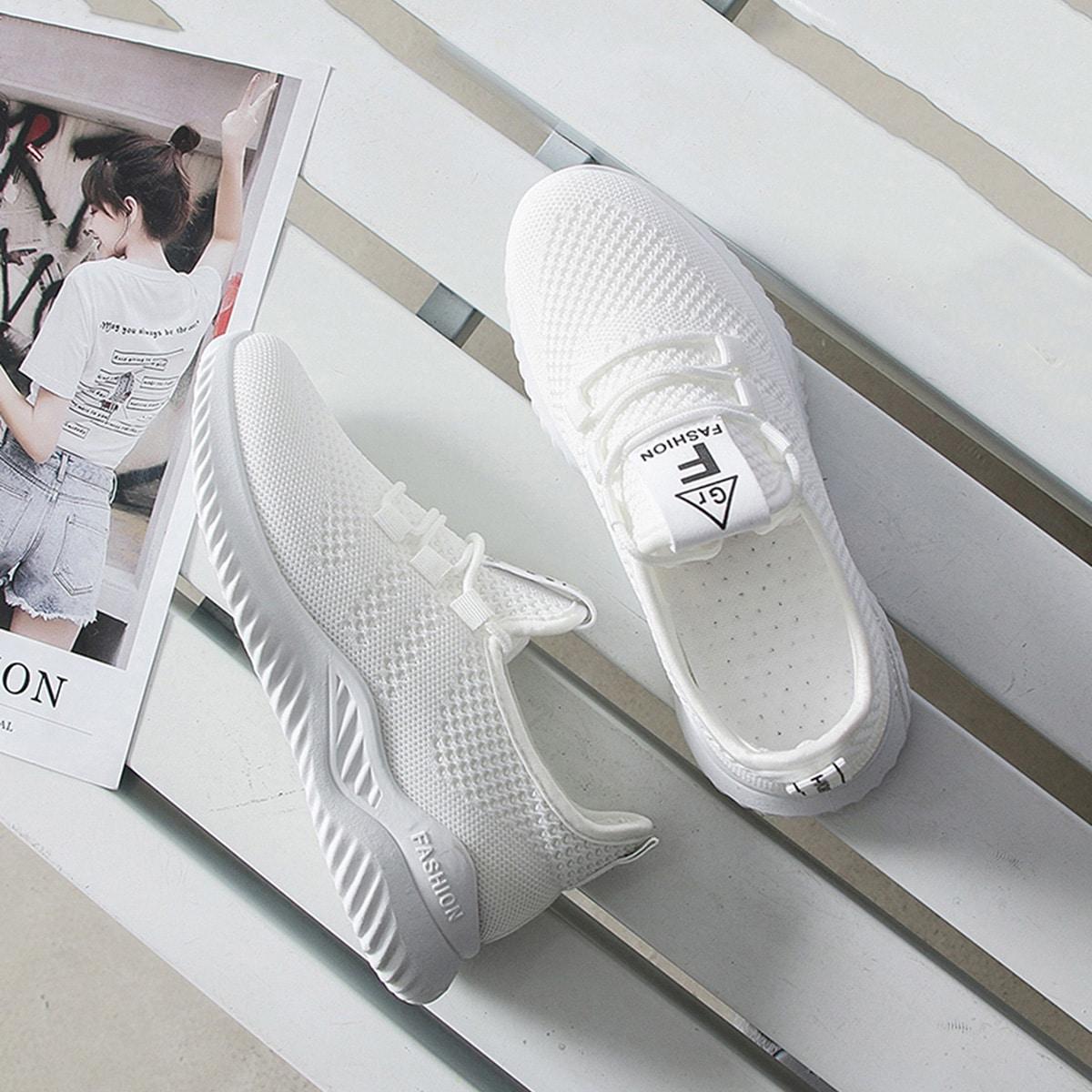 Минималистские кроссовки на шнурках от SHEIN