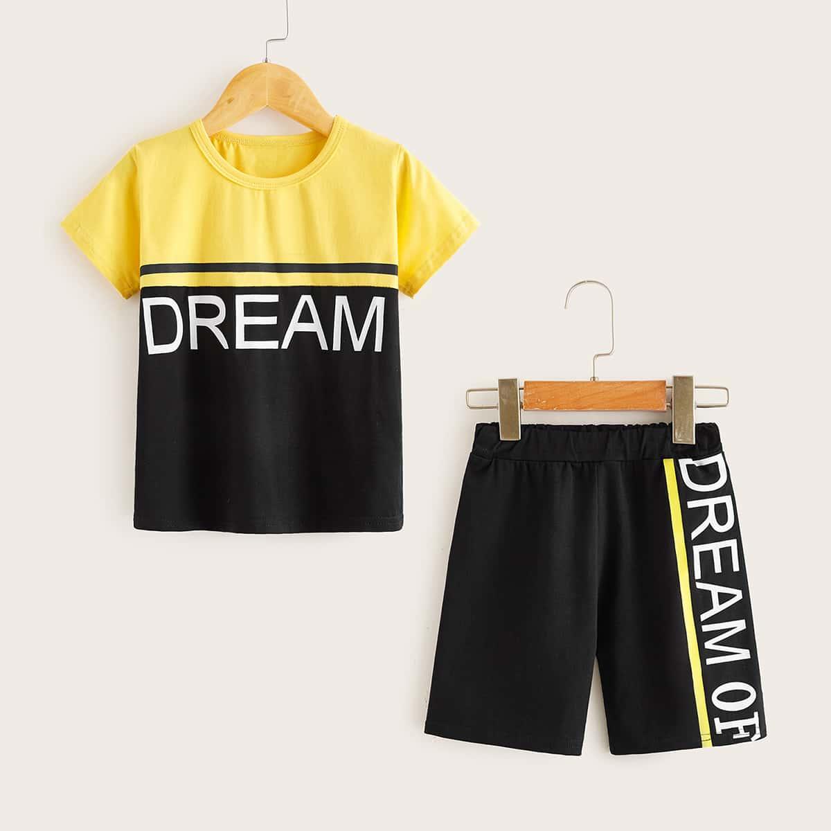 Контрастная футболка и шорты с текстовым принтом для мальчиков от SHEIN