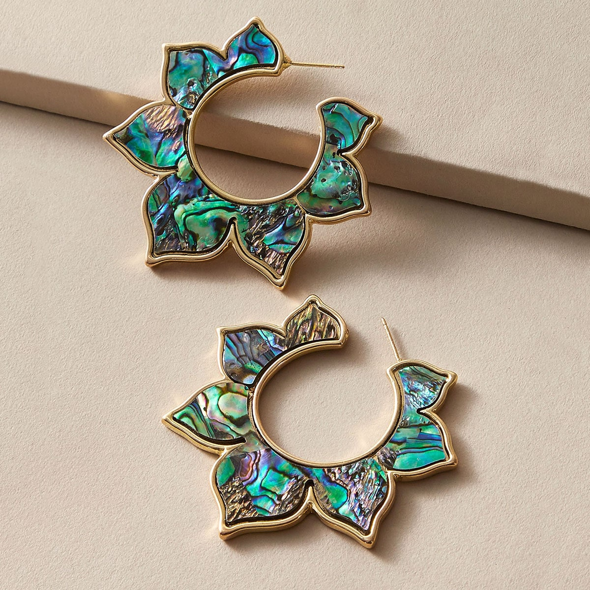 SHEIN / 1 Paar Muschel Gravierte Blumenmuster Ohrringe