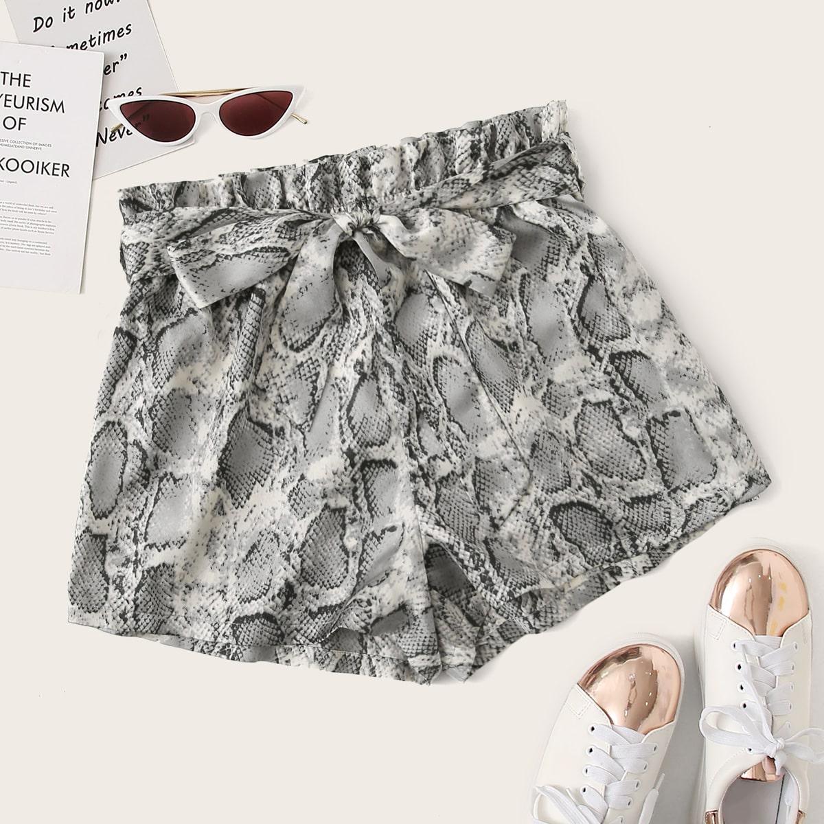 SHEIN / Shorts con estampado de piel de serpiente con cinturón de cintura con volante