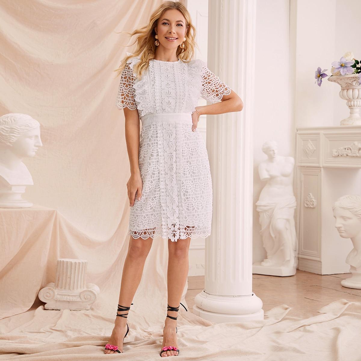 Кружевное платье с оборками фото