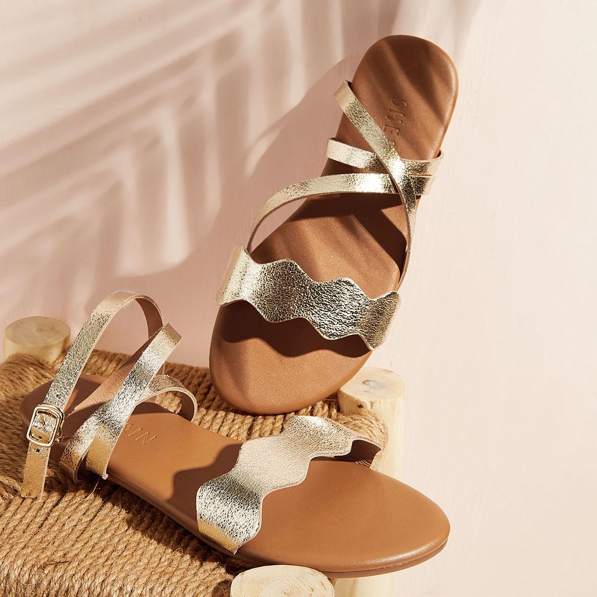 Metalen sandalen met schulpriem