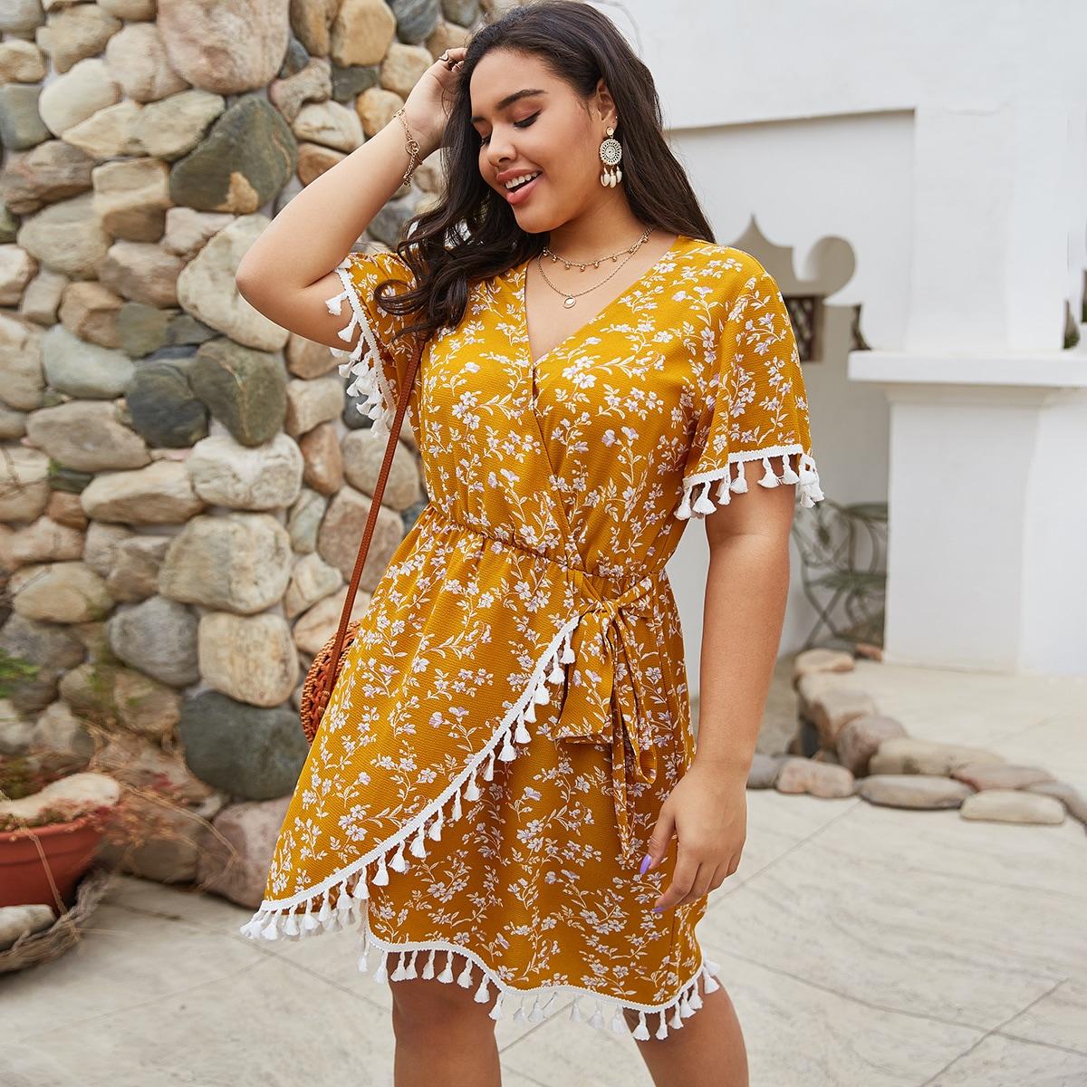 Платье размера плюс с цветочным принтом, v-образным вырезом и бахромой