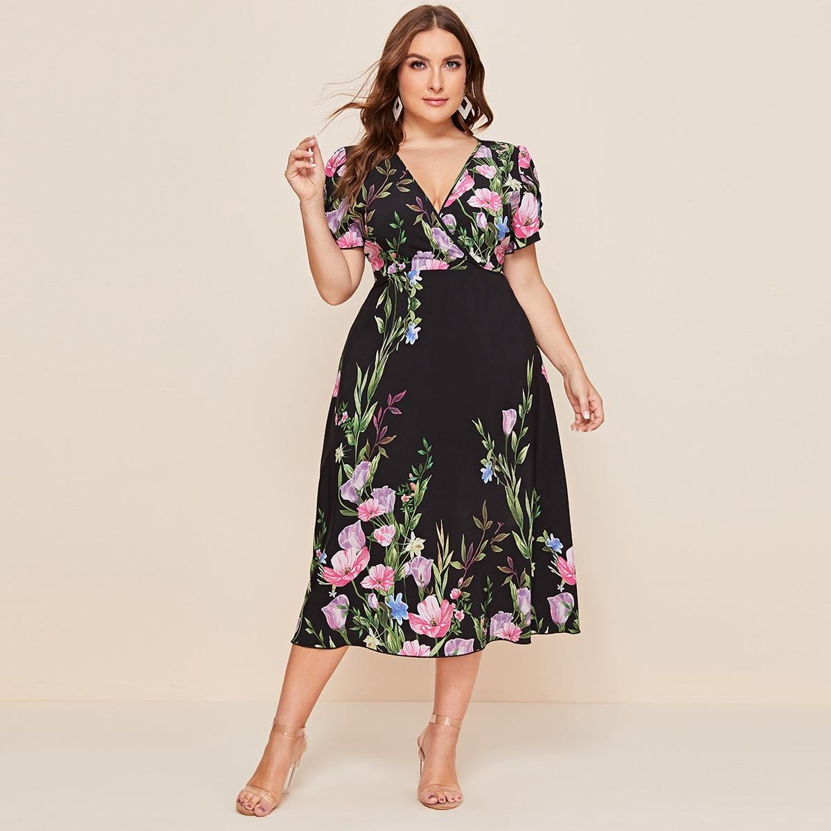 Цветочное платье размера плюс с глубоким вырезом