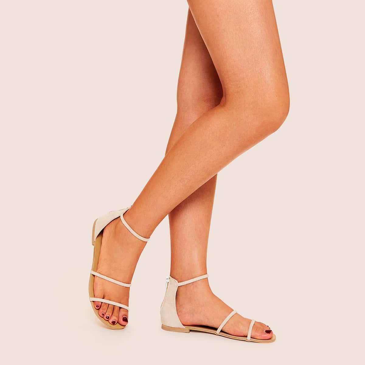 Sandalen met open neus en driedelige riem