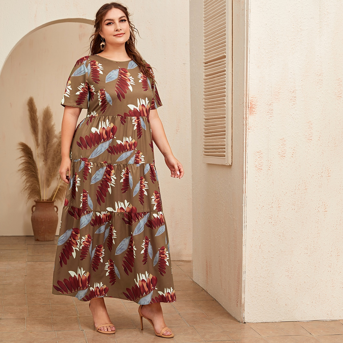 SHEIN / Große Größen - Kleid mit Pflanzen Muster