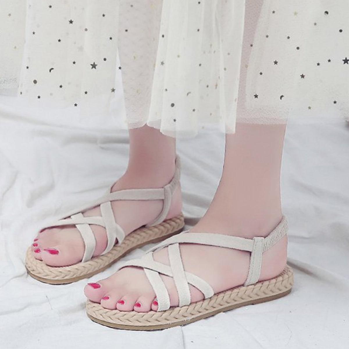 Platte sandalen met open neus en gekruiste bandjes