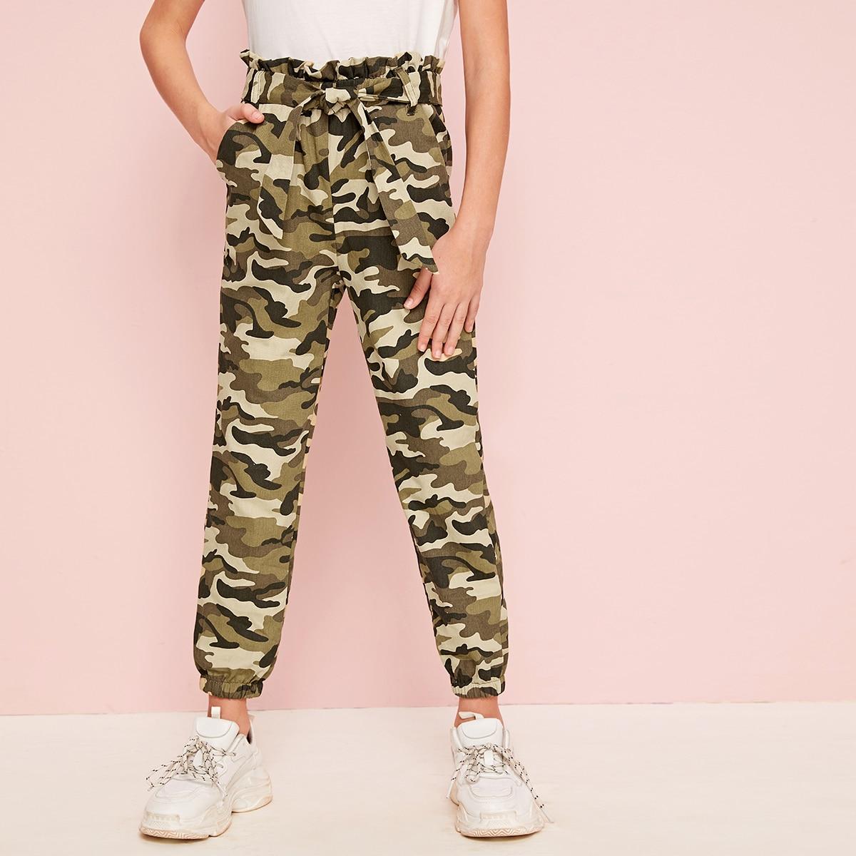 Камуфляжные брюки с присборенной талией и поясом для девочек от SHEIN